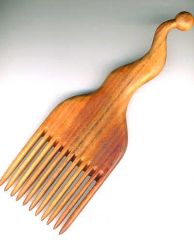 Quirky comb in cherry