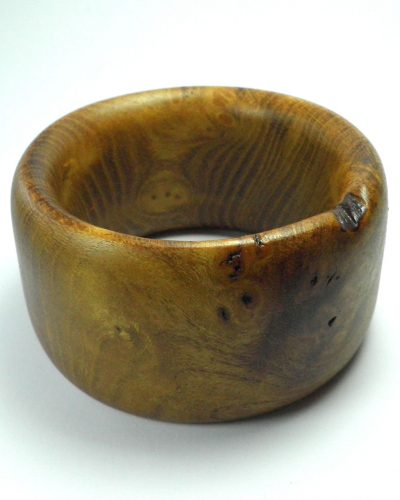 Chunky bangle in mulberry.