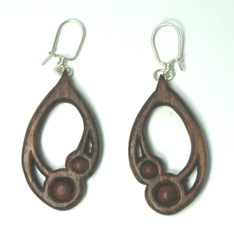 small-drop-earrings-in-walnut-box