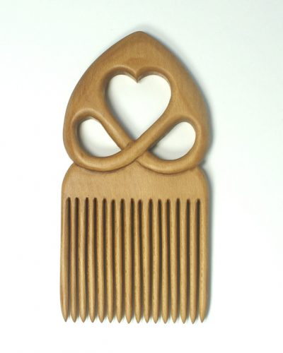 Holly heart comb
